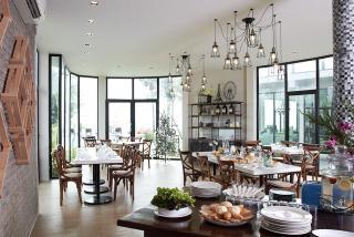 dining แลดูปราณ ปราณบุรี รีสอร์ท