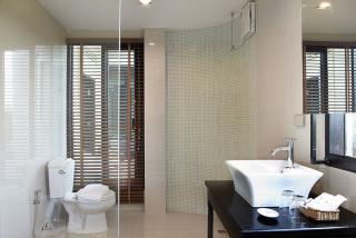ห้องน้ำ แลดูปราณ ปราณบุรี รีสอร์ท